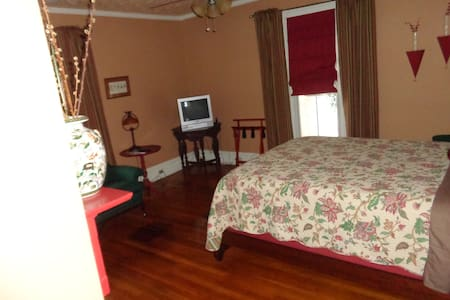 Estillville B&B-The Robert Douglas - Bed & Breakfast