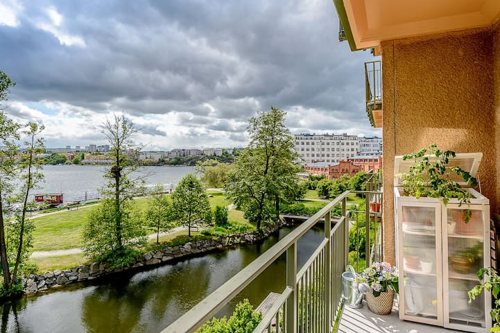 Lovely apartment with a balcony facing the lake - Estocolmo - Apartamento