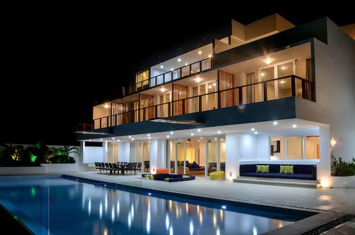 8 bedroom luxury villa with pool in Boracay Island