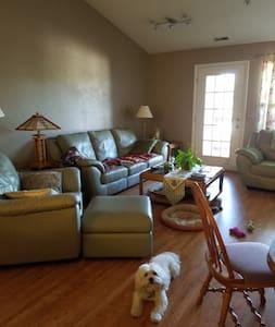 2nd floor condo, private bedroom - Ann Arbor
