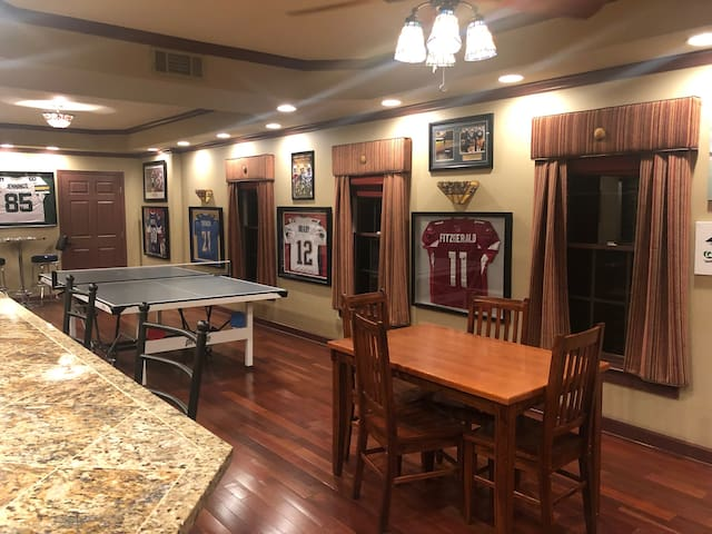Sports lovers dream Apt SunTrust Park/Braves/Roxy