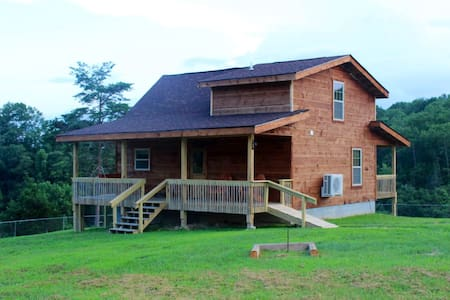 Angel's Retreat: NEW Cabin near RRG