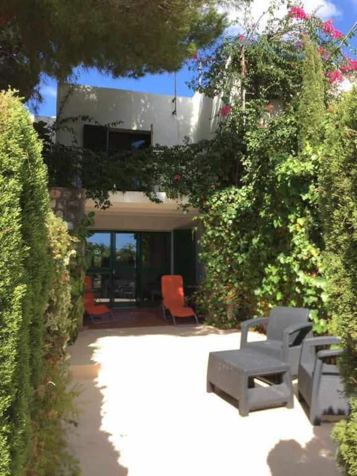 ¡¡Casa con terrazas y BBQ. A 50m de Cala Llobeta, Tranquilo y familial!