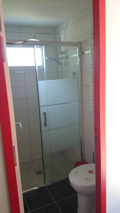 WC + grande douche privés