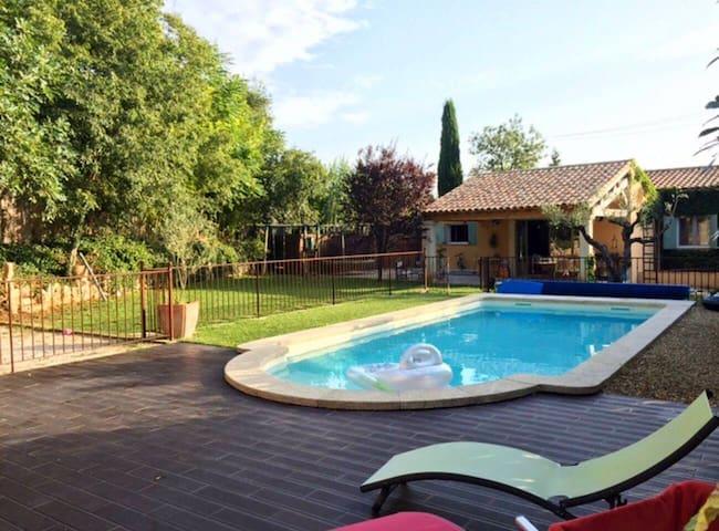 Villa climatisée dotée d'une piscine chauffée