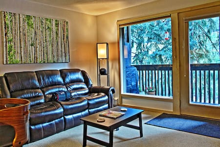 Vail Bus Route, Gore Creek Patio - Vail - Appartement