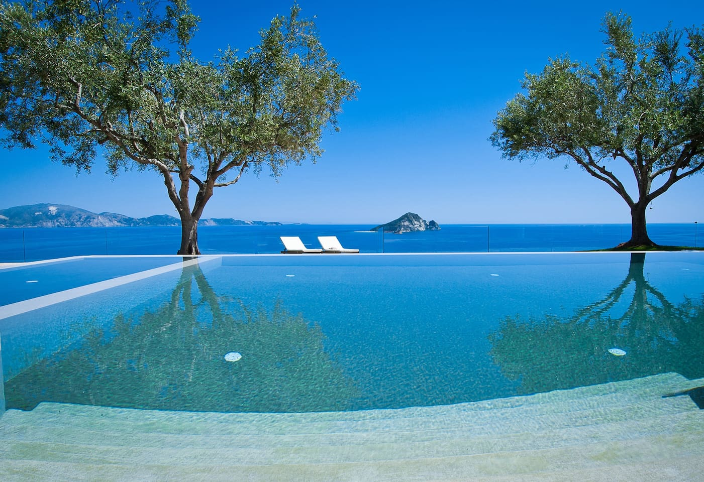 Infinity pool & sea view