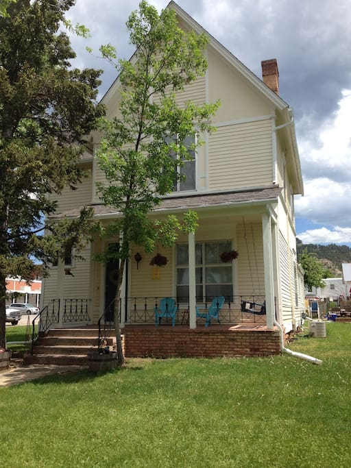 1895 Victorian with front porch swing and back patio with fire pit