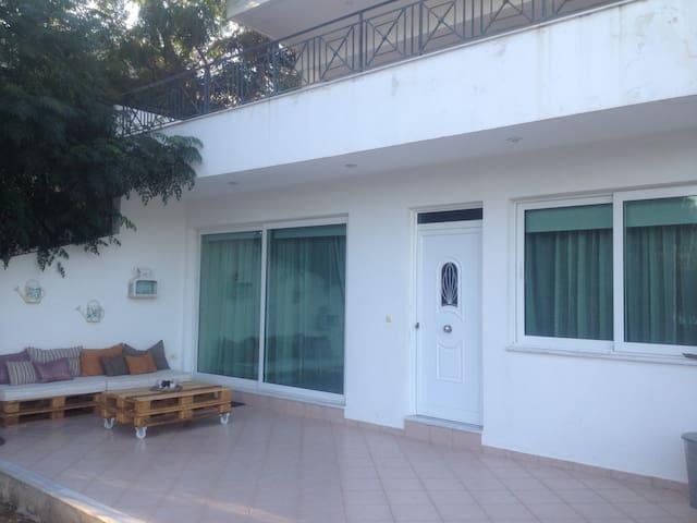 Ισόγειο διαμέρισμα σε Μονοκατοικία - Poros - Apartment