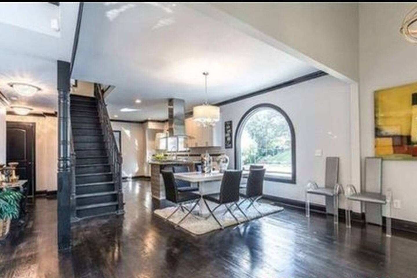 Open floor-plan for entertaining. Kitchen and dining room.