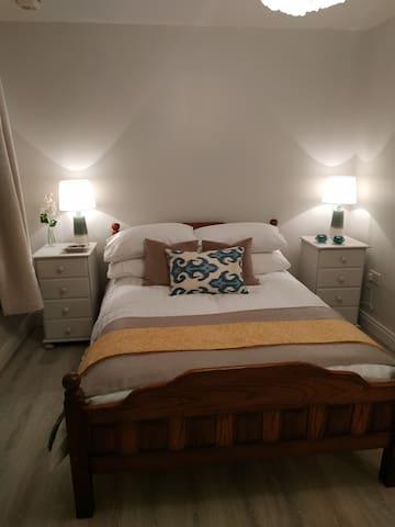 Bedroom no 1. Garden view