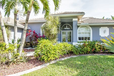 Amazing Pool Villa - Gulf Access - Best Location - Cape Coral