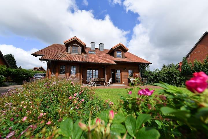 Gemütliches Blockhaus (Doppelhaushälfte) - Panker - Huis
