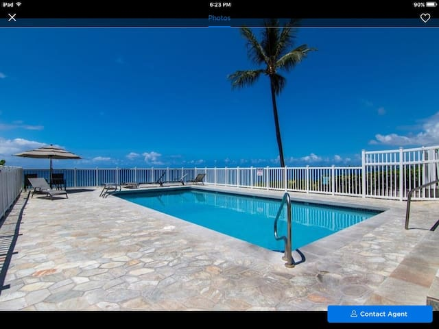 Kona Shores Condos - Walking distance to town