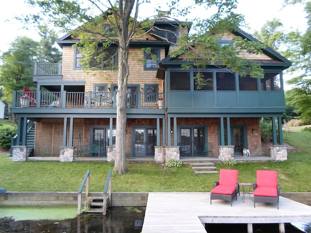 Beautiful lakefront home - Niverville - บ้าน