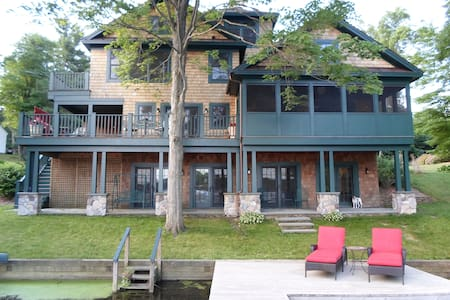 Beautiful lakefront home - Niverville - 独立屋