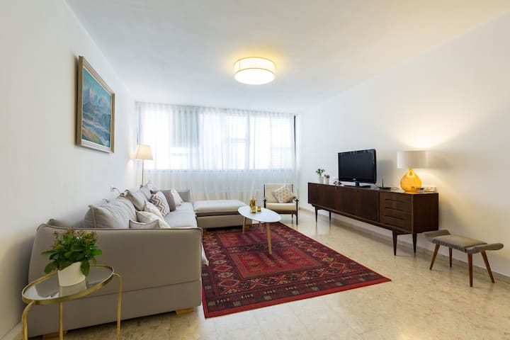 A Beautiful Apartment, by the beach of Netanya