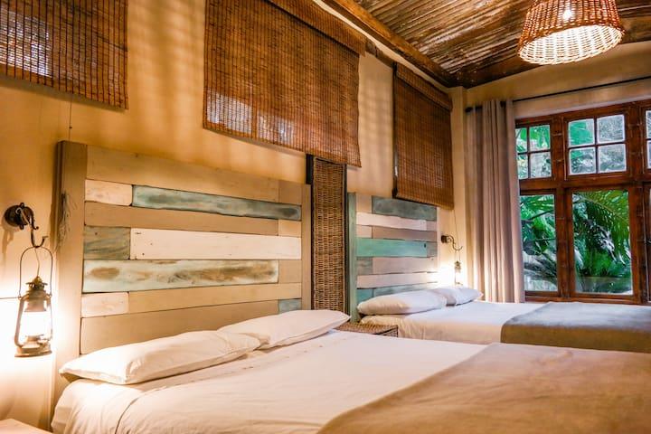 Bedroom 2 - Two queen beds with en suite bathroom
