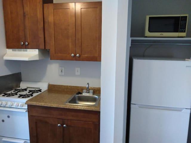 Chevy Chase, MD / Studio apartment w/ garage pkg