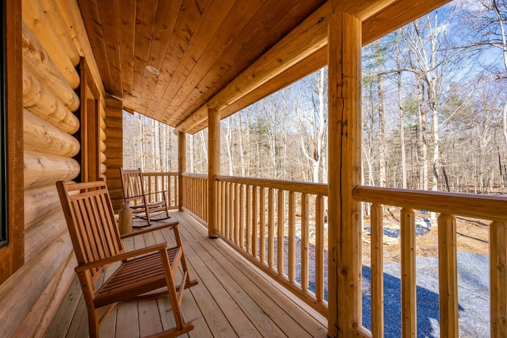Studio apartment at Sugarloaf Log House
