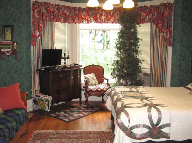 """""""Sherwood Forest"""" in Victorian B&B"""