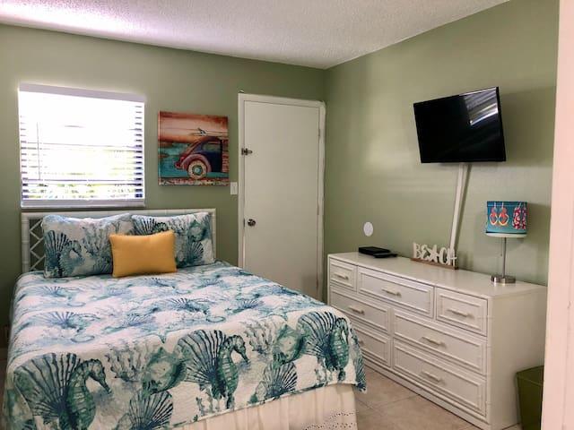 Bedroom #2 Queen bed Cable TV