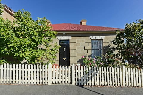 Berwick Cottage in Historic Battery Point