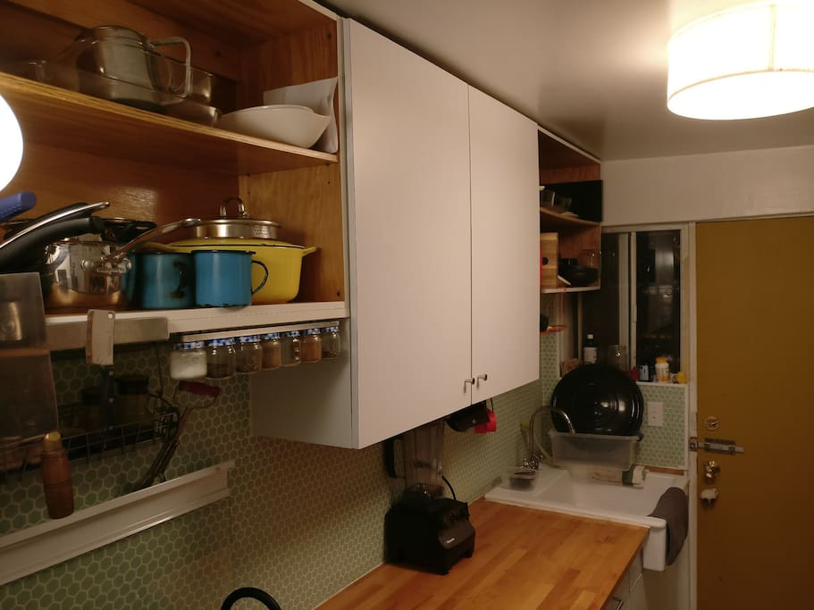 Equipped kitchen: duch oven, Vitamix, french press, big pots, keddle, comal and mate.