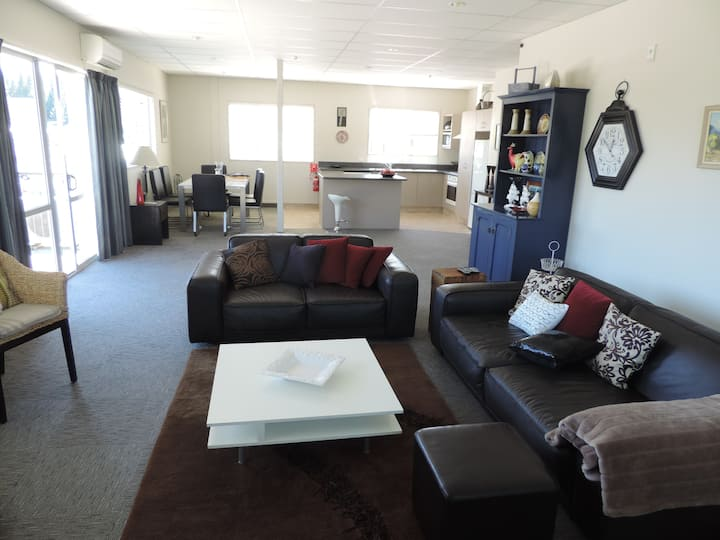 Large, Quiet & Spacious Apartment on Reece
