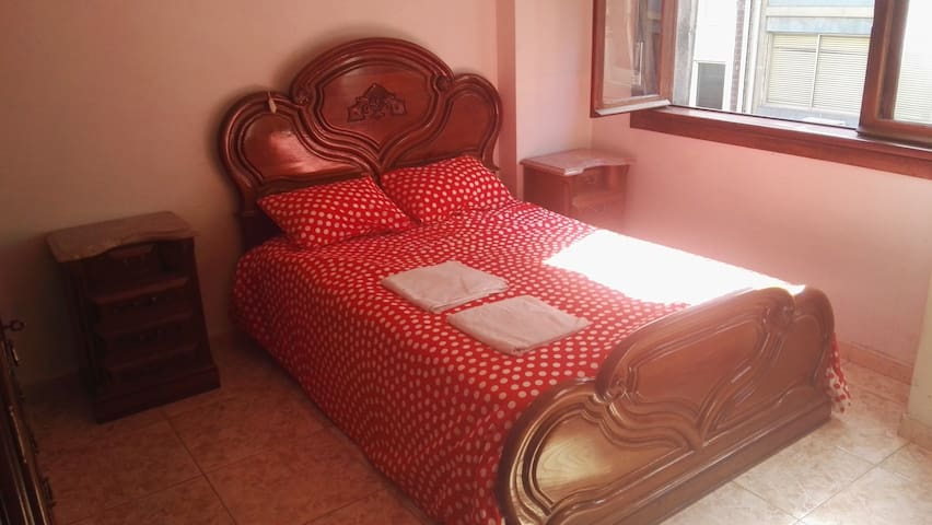 Couples room for 2 very central - Porto - Apartment