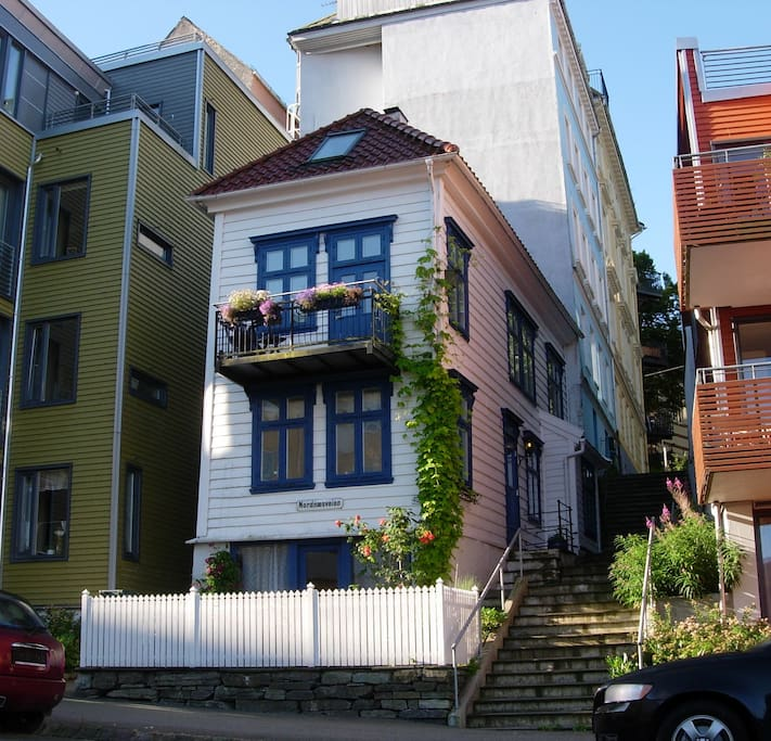 Beautiful house in walking distance to everything in Bergen City!