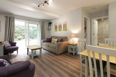 Home-from-home garden apartment for 2-4, Crewe.