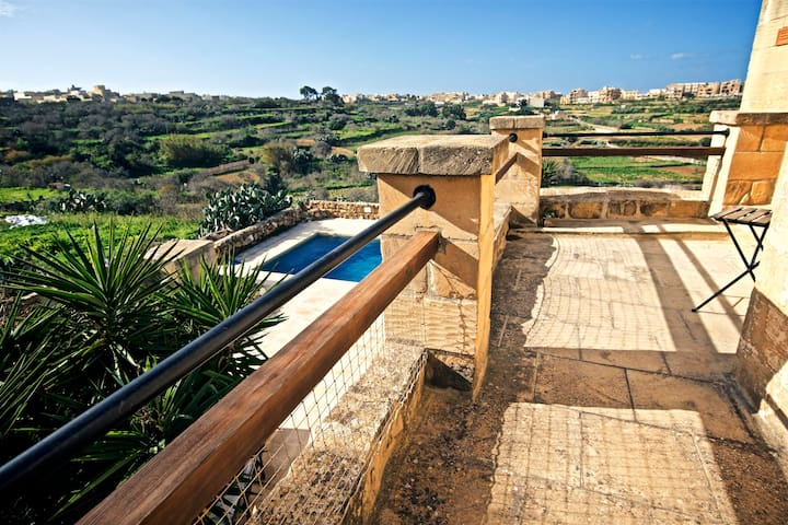 Panoramic Valley Views in idyllic Villa +3ppl Bath