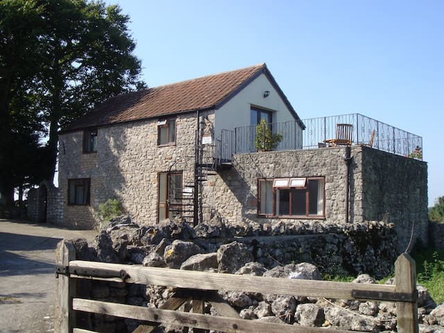 Swallows Nest - Cosy Rural Apartment with Views