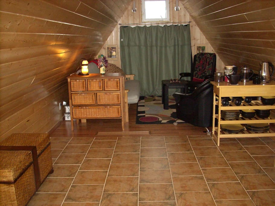 This cottage is has beautiful oak and ceramic flooring.