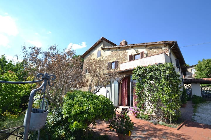 Cozy Holiday Home in Tavarnelle Val di Pesa with Shared Pool