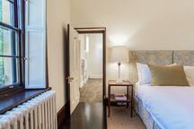 The Thomas Walker bedroom 2.
