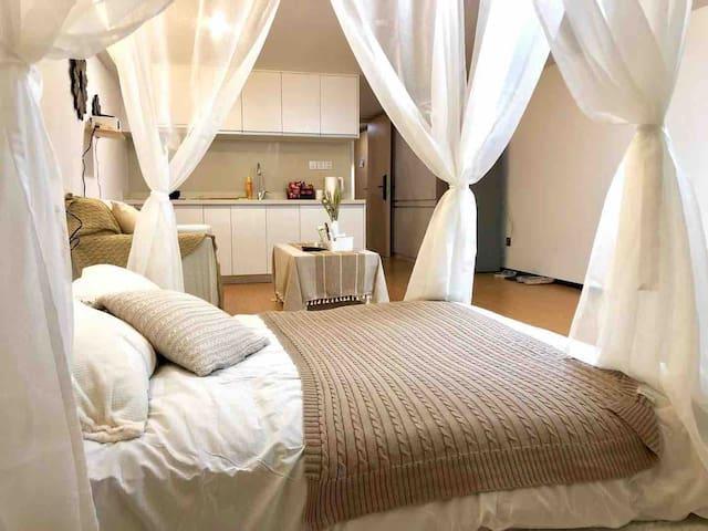 Sleepaway 睡吧   巨幕投影 私人影院 近莫干山海洋城摩洛哥风景观房