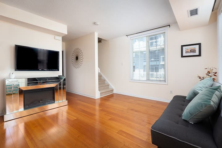 ❤️️Big 2 Bed Room King West Home❤️️