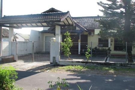 Kaliurang Backpacking House and Tour - Ngaglik - Dům