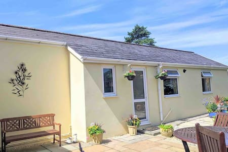 Seaside town Bungalow ideal for tourists and work