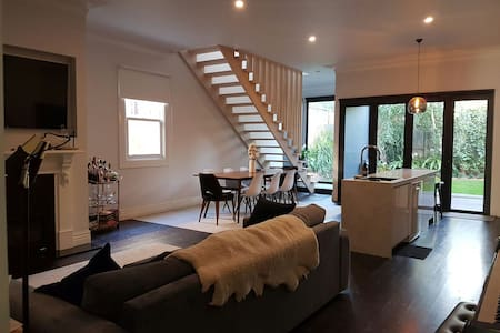 Designer Victorian Retreat - Essendon - บ้าน