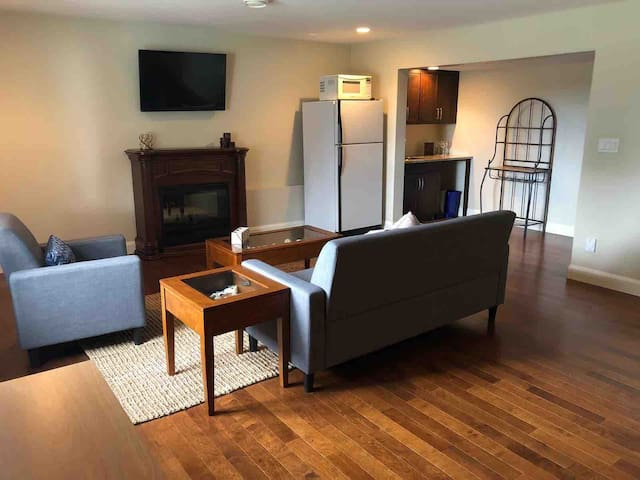 Suite in beautiful house near Westwood Lake