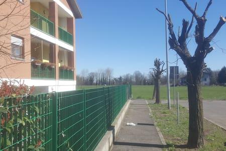 Appartamento v.ze Pavia con box - Zeccone - Huoneisto