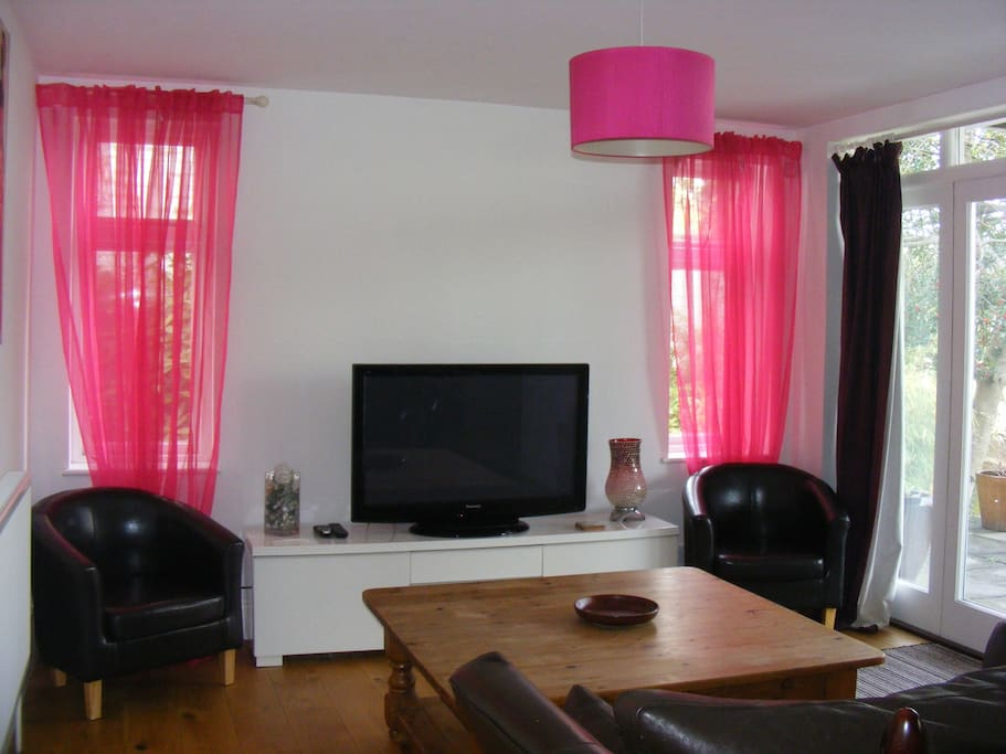 Spacious sitting area with sky tv