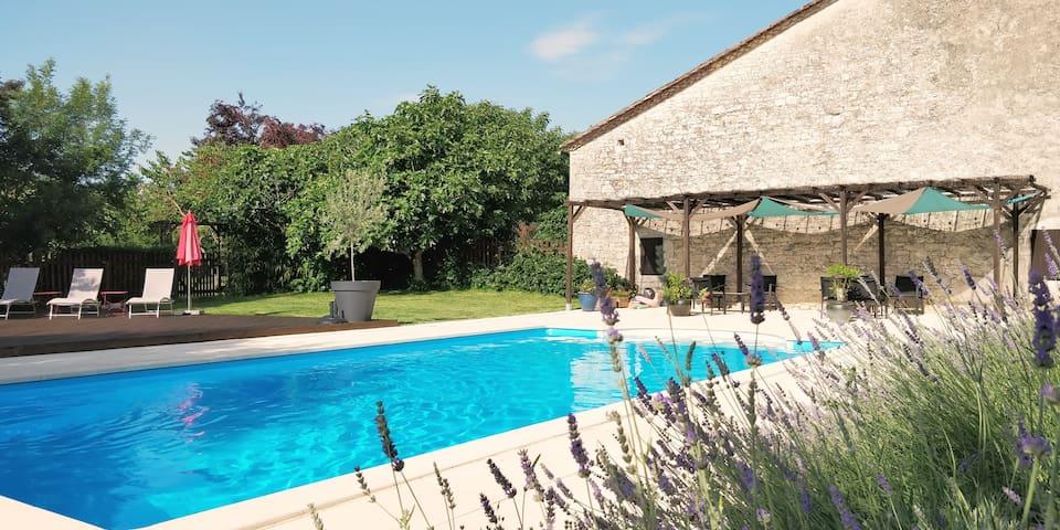 Cottages de Garrigue: Isabelle. Stylish Dordogne