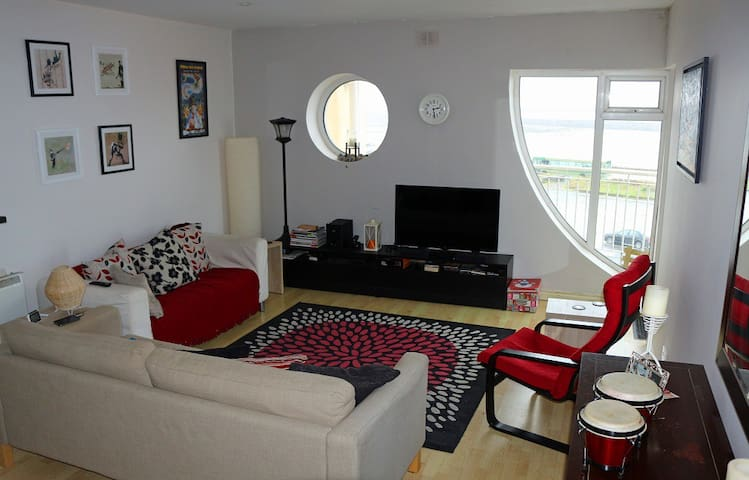 Sea View Apartment w/Balcony - Salthill