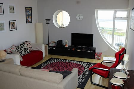 Sea View Apartment w/Balcony - Salthill - Wohnung