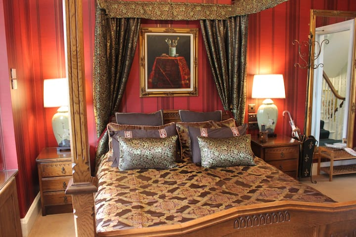 Oak Four Poster KING Room