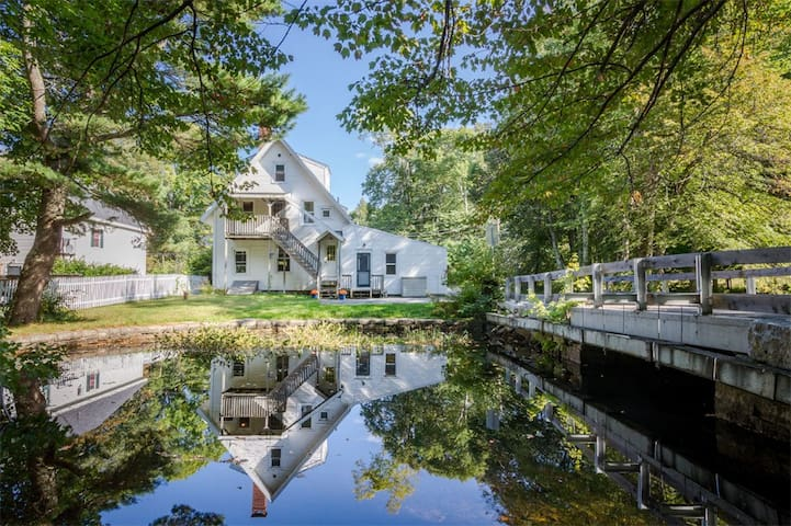 Acadia Adventure in Historical Somesville Home